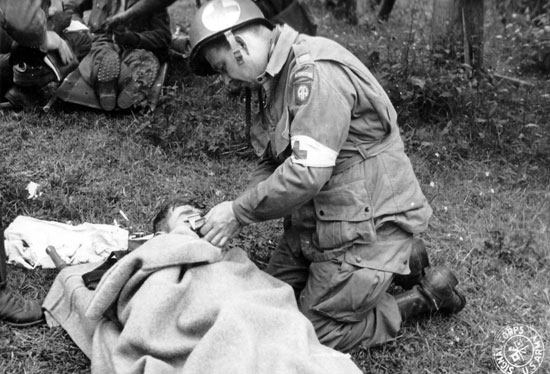 how to become an infantry medic