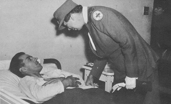Eleanor roosevelt visits a patient on the ward of the 4th for Rough and milne